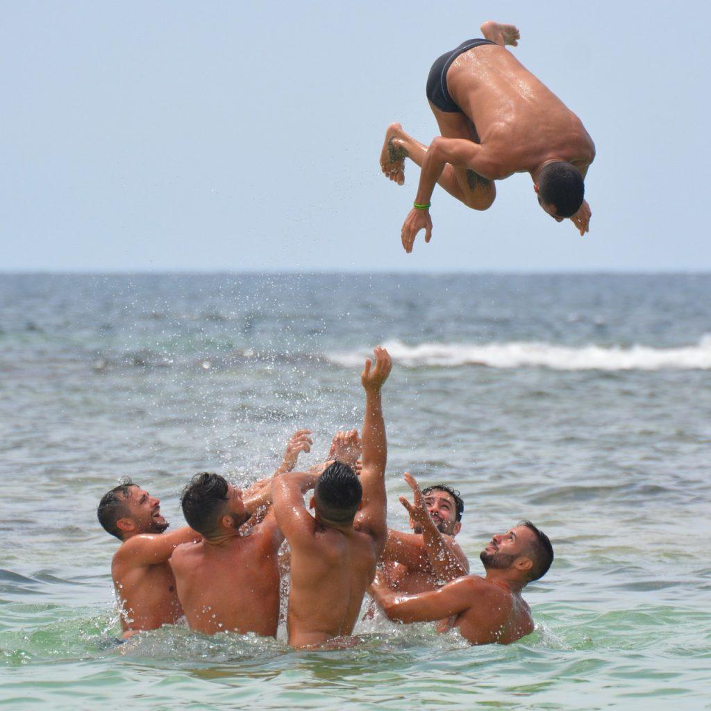 men, sea, people-900190.jpg